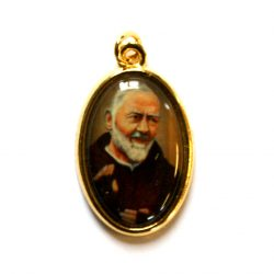 """Padre Pio Picture Medal Approx 1"""" Oval medal with a gilt backing depicting a colour image of Padre Pio."""